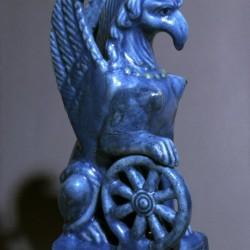 Статуэтка Немезиды в форме грифона-самки