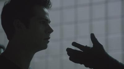 """Рука демона они, тянущаяся к Стайлзу. Сериал """"Волчонок"""" (Teen Wolf). Сезон 3, эпизод 17"""