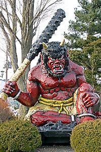 Oni with tetsubo. Статуя