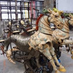 Механические гиппокампы в парке технических аттракционов «Машины острова Нант»