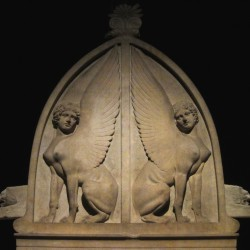 Пара сфинксов-сфинг. Барельеф на Ликийском саркофаге