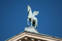 Статуя Пегаса на познаньском Большом театре