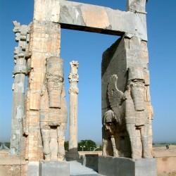 """Статуи шеду и ламассу в Персеполе (""""Врата всех народов"""")"""