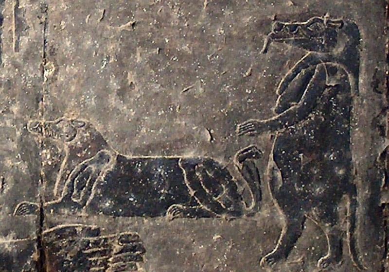Богиня Таурт и, вероятно, демон Туту. Потолок храма Хнума в Эсне