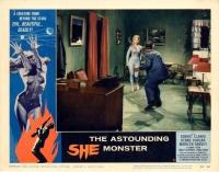 """Лобби-карточка к фильму """"Поразительная женщина-монстр"""" (The Astounding She-Monster, 1957)"""