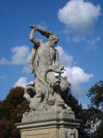 Геракл усмиряет Цербера. Скульптурная композиция в парке Браницких (Белосток, Польша)