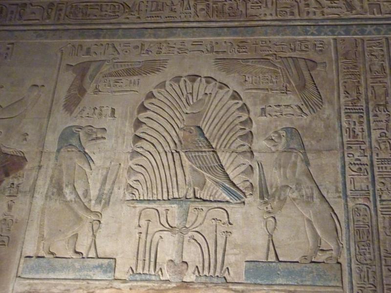 Барельеф с изображением богини-гиппопотама Опет. Храм богини Опет в Карнаке