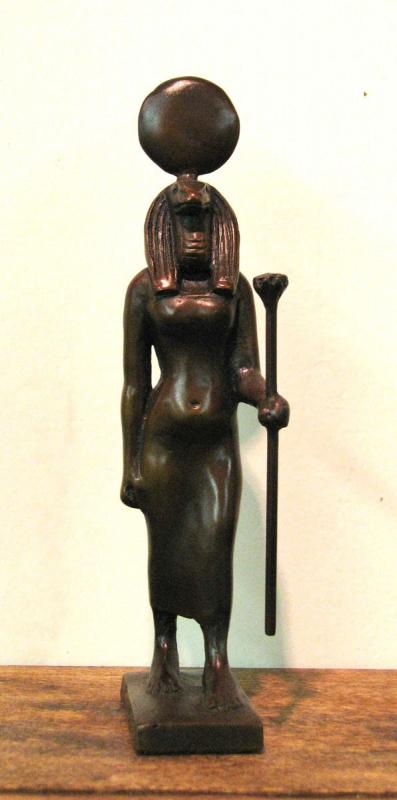 Современная фигурка богини Уто