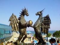 Драконья семья. Скульптурная композиция в Варне