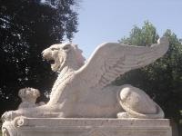 Крылатые львы Женевы. Статуя