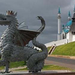 Зилант. Старая статуя, стоявшая в Казани возле входа в метро «Кремлёвская»