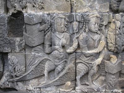 Киннары. Каменный фриз буддистской ступы Боробудур (около 900 года н.э.) на острове Ява, Индонезия