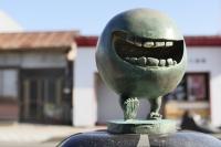 Бэтобэто-сан. Статуя в Сакаиминато, на улице Шигеру Мизуки
