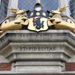 Морские олени на лондонском здании