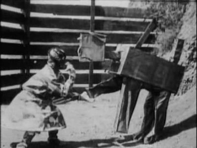 Лоскутушка и Вузи. Кадр из фильма «Лоскутушка из страны Оз» (The Patchwork Girl of Oz, 1914)