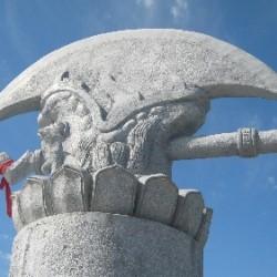 Статуя Яцзы — одного из девяти сыновей дракона