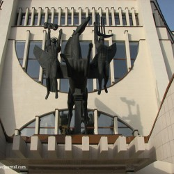 Пегас и музы. Скульптурная композиция у Гродненского областного драматического театра
