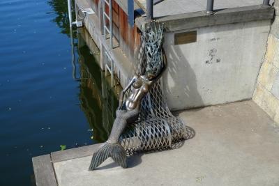 Клайпедская русалка. Бронзовая скульптура на набережной реки Дане