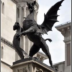 Dragon on Fleet Street. Статуя