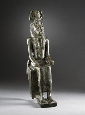 Скульптура богини Уто-Уаджит (львиноголовый вариант)