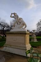 Тесей и Минотавр. Скульптура Жюля Этьенна Раме (1826) в саду Тюильри перед Лувром, Париж