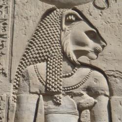 Барельеф с изображением львиноголовой богини Бастет-Сехмет