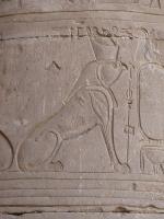Гор в образе хиеракосфинкса. Барельеф в храме Гора в Эдфу, Египет