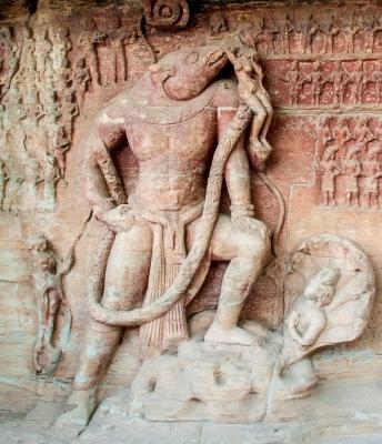 Вараха. Горельеф из пещерного храма Вишну в Удаягири