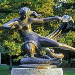 Эгле, королева ужей. Скульптура в Паланге, Литва