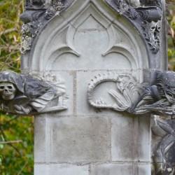 Смерть и Чужой — горгульи Вифлеемской часовни (Сен-Жан-де-Буазо, Франция)