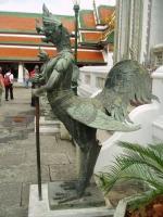 Статуя орлиногололового киннара из Бангкока