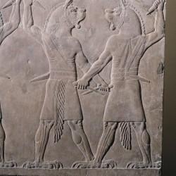 Пара демонов-охранников Угаллу из Северного дворца Ашурбанипала в Ниневии