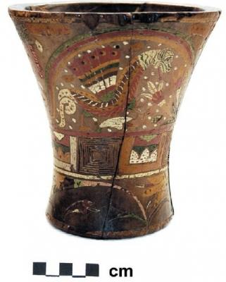 Дракон Амару на инкском керамическом стакане-керо