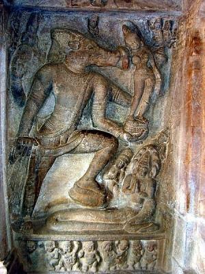 Вишну-Вараха. Барельеф из второй пещеры храмового пещерного комплекса Бадами