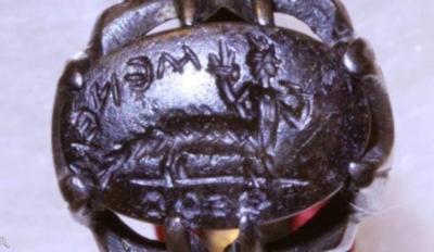 Изображение Гор-па-херда (Гарпократа) в виде полукрокодила на кольце-печати