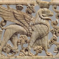 Резной месопотамский криосфинкс (Openwork plaque with ram-headed sphinx)