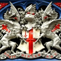 Барельеф герба Лондона с драконами