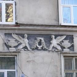 Сфинксы на фасаде одного из домов старого Львова