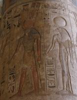 Бог Монту и его супруга Тененет-Рат-тауи. Барельеф колонны в погребальном храме Рамсеса III в Мединет-Абу