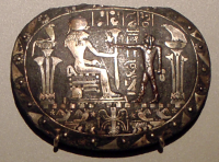 Изображение богини Тененет-Сехмет на ритуальном ожерелье
