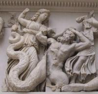 Битва богов с гигантами. Рельеф фриза Пергамского алтаря