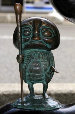 Абура-сумаси. Статуя в Сакаиминато, на улице Шигеру Мизуки