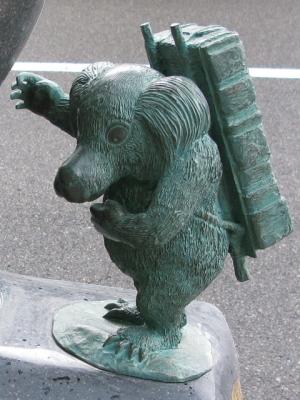 Идзю. Статуя в Сакаиминато, на улице Шигеру Мизуки