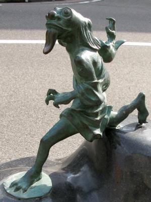 Исогаси. Статуя в Сакаиминато, на улице Шигеру Мизуки