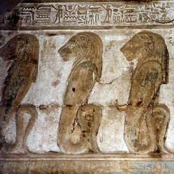 Львиноголовые уреи. Рельеф из храма богини Хатхор