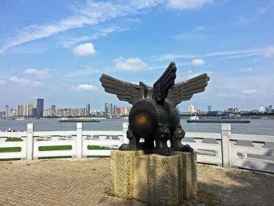 Ди-цзян. Скульптура в Парке Мифов в городе Ухань, Китай