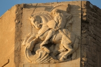 Драконоборец Триполи. Барельеф на стене Красного замка