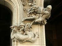 Дракон в составе скульптурной композиции на дома Амалье (Casa Amatller) в Барселоне