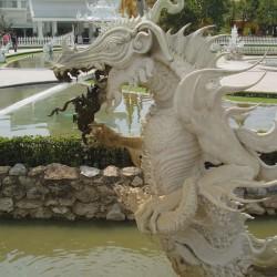 Статуя дракона в Белом Храме