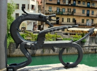 Декоративный дракон на набережной в Любляне